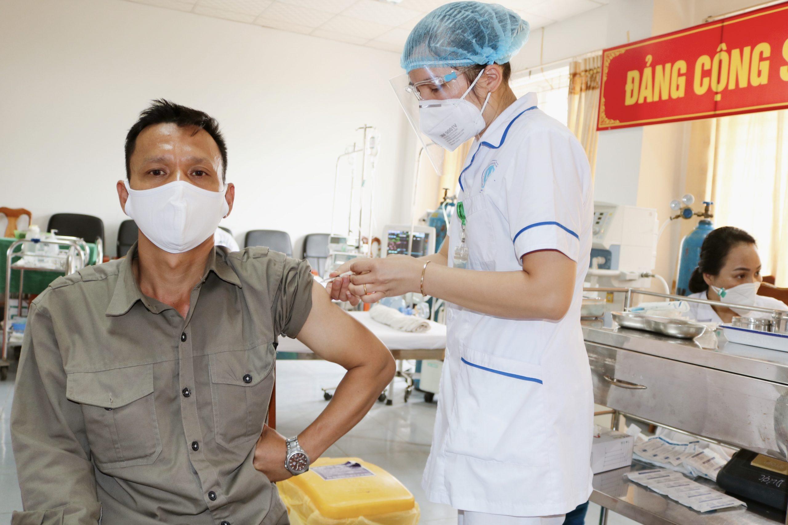 Bệnh viện sản nhi Bắc Giang tổ chức tiêm phòng Covid-19 cho CBCNV Công ty CP Nước sạch Bắc Giang